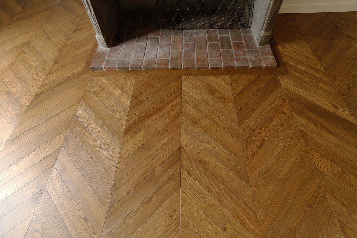 The fireplace is crucial for the establishment of the parquet floor