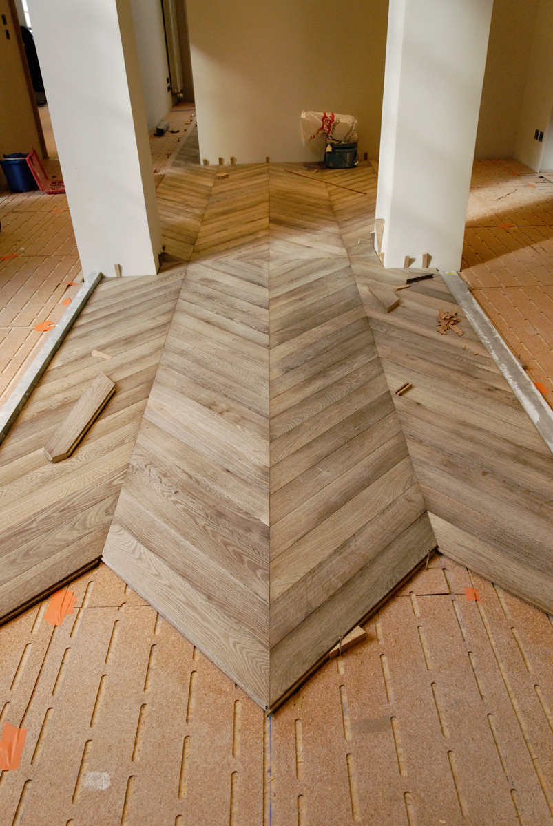 installation of the parquet floor chevron in oak gray With installation parquet