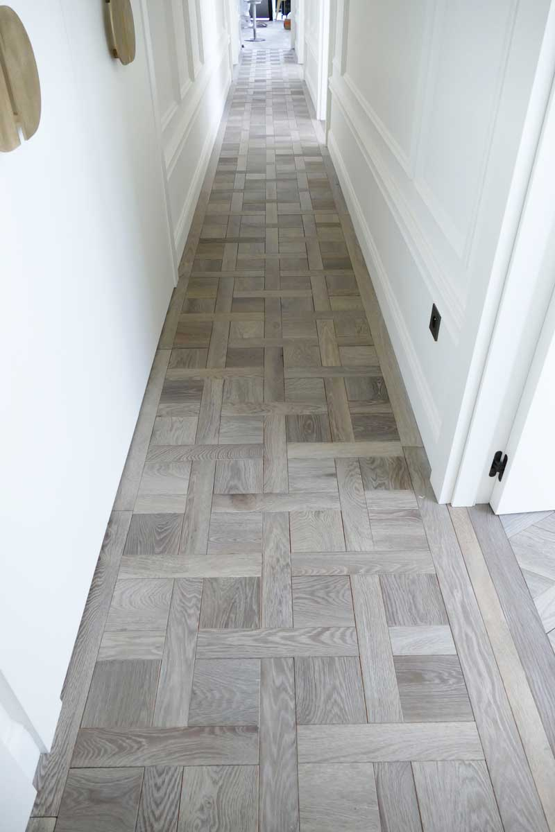Large hallway with carpet flooring chantilly parquets de for Parquet chantilly